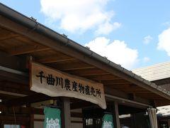 11時半頃、道の駅 花の駅 千曲川に着きましたが~ 入口付近で、入場制限が実施されていました。
