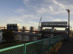 さらに進むと水門が見えてきます。これが今井水門です。