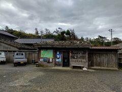 9:40 宿根木到着:重要伝統的建造物群保存地区 江戸期には北前船の寄港地、廻船を築造する船大工の集落として栄華を誇った地区