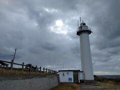 10:54 沢崎鼻灯台:小木半島突端に建ち、南西端の海を守る灯台