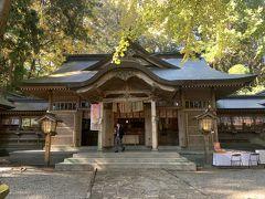 古風な建物の高千穂神社神楽殿。