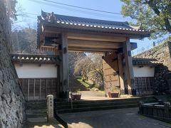 佐土原から延岡の延岡城に。北大手門を通って延岡城跡地を整備した城山公園に。