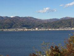 インターから見た諏訪湖。 穏やかで静かな姿を見せてくれます。