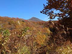 磐梯山ゴールドラインは、磐梯山の西側をぐるりと回って会津方面へ抜ける山岳ドライブウエイ。  磐梯山にどんどん近づき、次に猪苗代湖が見え、会津若松に入るというワインディングロードが続きます。