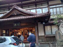 そして2度目の東山温泉向瀧。元、会津藩の藩士のための保養所だったという由来を持つ宿。  こういう歴史のあるお宿が大好きなんです (*^▽^*)