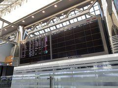 実は、もう少し長く日本にいる予定でしたが、香港政府が突如、新しい検疫ルールを発表しました。以前は、香港に自宅のある人は、自宅で隔離をする事ができました。が、11月13日から、香港への帰国者は、全員14日間自腹で隔離用ホテルを取り、ホテルでの検疫となりました。この発表で低価格で推移していた香港のホテルは値上がりしましたし、14日間ホテルの部屋から一歩も出ず隔離はかなりキツいので、前日の12日に急遽香港に戻ることにしました。