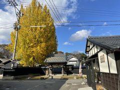 レンタサイクルがあるかもと思ったけれど、見つからなかったので、小走りに安善寺付近の黒塀通りを目指します。