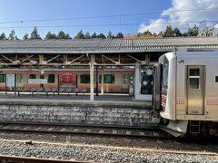 村上駅に到着です。12:57に到着、次に乗る電車は13:48出発と短い時間ですが、村上観光に出かけます。