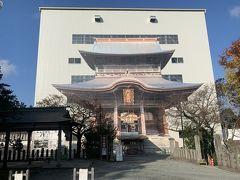 阿蘇神社。日本三大楼門のひとつの巨大な楼門は熊本地震で倒壊して工事中でした。