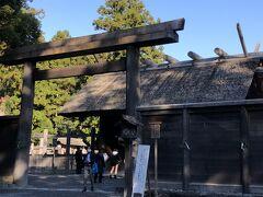 正宮前、写真撮影は入口までです。正宮はもちろんですが隣の古殿地もパワーを感じます。