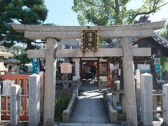 住吉大社の敷地の外にも境外社としていくつか小さな神社が点在しているようです。  こちらは浅澤社。美容と芸能の神様だそうです。  えーっと、  ヒゲが薄くなりますように!マジでいらない!!