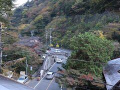 早川に架かる、国道1号線の千歳橋。