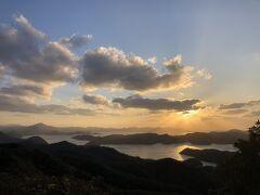 烏帽子岳展望台からの夕陽。