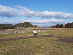次に向かった先は「柳之御所遺跡」です。 奥州藤原氏時代にあった政庁跡  すぐ横には北上川が流れているので 利便性にも優れた場所だったようです。
