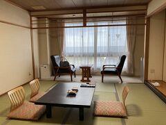 海舟 https://www.kaisyu.co.jp/  お宿は昨年と同じところで。リーズナブル、全室オーシャンビュー、ビーチにすぐ出られて、お風呂が一晩中あいてるのが気に入ってリピート。今年はGoToがあるのでいつもより早めに予約しましたが、週末はあっという間に埋まっていました。GoTo効果恐るべし( ゚Д゚)