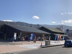 で、着いたのは、道の駅「海の京都 宮津」 http://michinoeki-miyazu.jp/  おさかなキッチンみやづ内「HAMAKAZE Cafe」でランチにしたかったんだけど、満席だったので撤退。