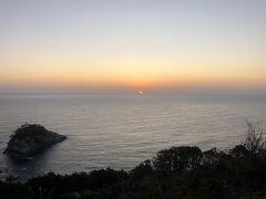 厳原漁火公園。朝陽が顔を出してきた。