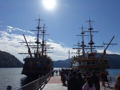往復で約40分の遊覧船に乗って箱根神社まで。