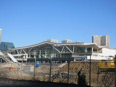 高輪ゲートウエイ駅です。 駅のまわりは工事中で、隙間から撮りました。
