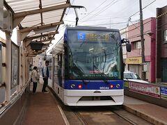 函館市電湯の川線終点の湯の川駅から市電に乗車。北海道初の超低床型車両の9600系でした。ラッキー。