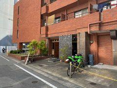 お店の名前は六花舎。 博多駅から徒歩5分ほど。 静かな一角にありました。  そして看板がないw