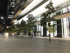 再び虎ノ門駅方面に歩き、このビルの中を通って、地下へ。