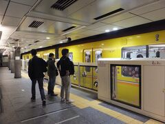 浅草駅は始発駅。通勤も座って楽々。