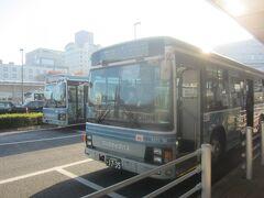 つくば駅前にあるバスターミナル・つくばセンター1番乗り場から『つくば山シャトル』に乗り換え 密を避けるため1台バスを見送りましたが、10分ほどで次のバスが出発 シーズンには結構臨時便も出ているみたいですよ 08:25 つくばセンターを出発