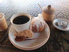 隣のカフェで美味しいコーヒーを ♪