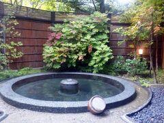 朝はキリッとした涼しさで温泉が最高に気持ちいいです。