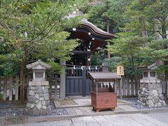 鶴岡八幡宮末社の白旗神社は源頼朝と源実朝を祀る社です。