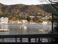 美術館を後にして、箱根神社へ向かいます。芦ノ湖の駐車場に車を止めて散策開始。
