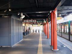 秋の京都・奈良を散策していきます。ここからは2日目です。 京阪電車で伏見稲荷にやってきました。