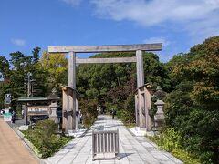 小田原城の入り口を探していたら、報徳二宮神社の入り口に。 神社を通りぬけて小田原城へ行けるらしいとのことで、そのままお参りに行くことにしました。
