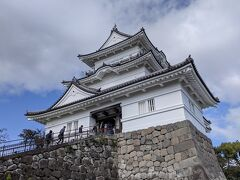 神社を抜けて小田原城! お城の敷地内でドラクエウォークのお土産をゲットしました。