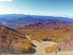 ひたすら斜面を登って高度を上げると、山深い会津地方が秋色に染まっている光景が眼下に広がってくる。