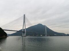 多々羅大橋。 なるほどなー島々にこんな立派な橋がねー。 これがしまなみ海道のサイクリングが有名な所以か。 まったく調べてなかった、なぜならこの前の旅行が父島でそこに集中してたからだ(笑)