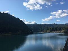"""2<船明(ふなぎら)ダム湖> 天竜川の一番下流にある船明ダムが造る「船明ダム湖」が見えてきた。  The """"Funagira Dam Lake"""" built by Funagira Dam, which is the most downstream of the Tenryu River, has come into view."""