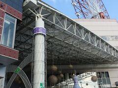 鹿児島中央駅、飾りがクリスマスモードになっています。 駅に観覧車がありました。