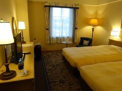 16:45頃にホテル日航ハウステンボスの部屋に到着です。 食事を18:15に予約し、それまでハウステンボスに一旦入場し観光します。