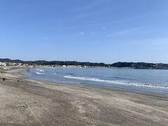 由比ヶ浜海水浴場前通過~ ちょっとここから上り坂…