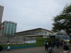 地下化工事完成により使命を終え、解体工事が始まっていた高雄駅の仮駅舎。