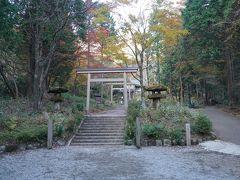長安寺から御殿場方面に少し行ったところにある公時神社。金時公園内に鎮座しています。