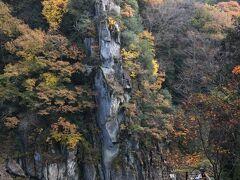 龍角峯 よ~く見ると岩に龍角峯と掘ってあります。
