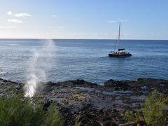 近づいてくる船とマッチした風景は絵になりそうです。ちょうど良い感じで船が来ました。
