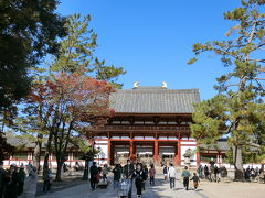東大寺の中門です。 多分、平時よりは人少ないんですよね?修学旅行生もいないし、外人さんも殆ど見かけません。 拝観料を払う時ほんの少ーしだけ並びましたが、このくらいの人混みならまだ平気。