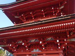 彩色豊かな三重塔