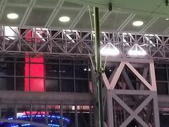 JR京都駅 京都タワーがライトアップされていて 綺麗だったのですが 写真だとこんな感じ・・・
