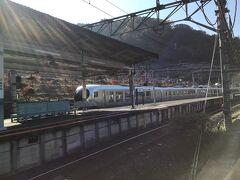 法光寺のトイレが使えないので吾野駅のトイレを借りて帰る時に、 丁度秩父から特急電車が通過して行きました。 西武秩父線の特急はノンストップで飯能駅まで行きます。