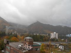 2日目の朝です。 ホテルの部屋の窓から外を見ると 曇り模様の空をしています。 天気予報通りだから仕方がないか…。
